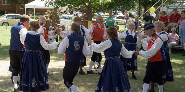 Leikarring-NST.dancing