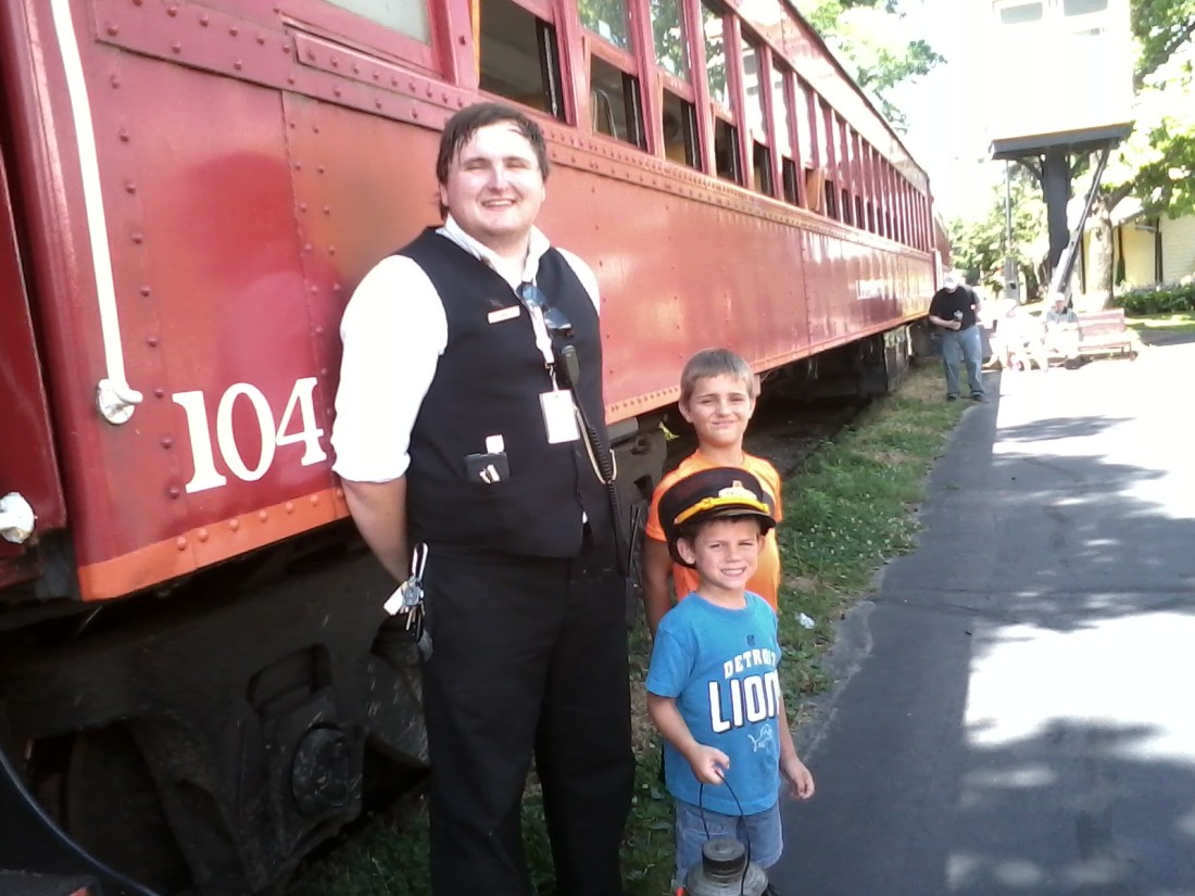 LM&M-RR.Ohio-conductor&2grandsons