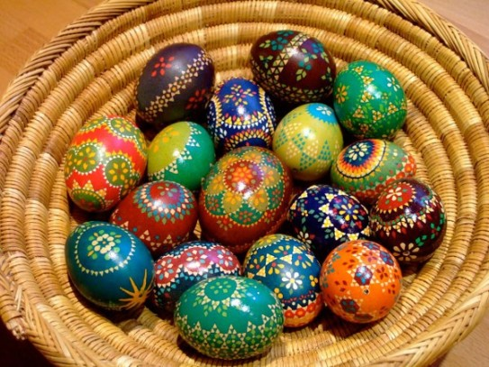 Wendish-Easter-eggs.in-basket